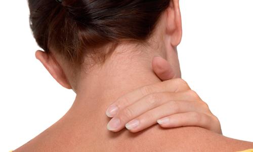 Жировое отложение на шее