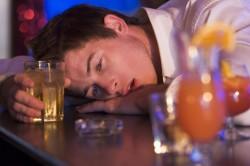 Злоупотребление алкоголем - причина болей в пояснице