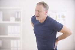 Боли в спине - симптом смещения позвонков