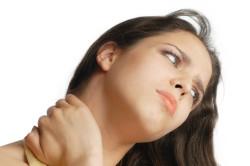 Сильное растяжение шеи
