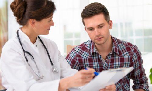 Обследование у врача при грудном радикулите